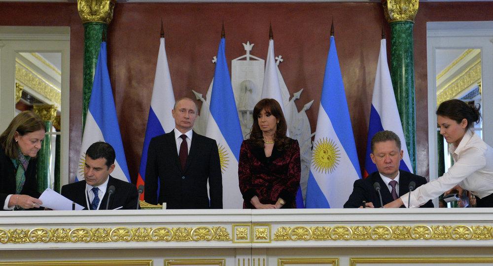 阿根廷总统访俄期间签署二十多项合作文件