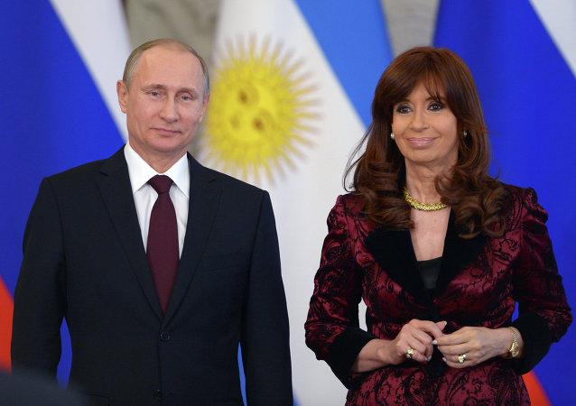 普京:俄罗斯与阿根廷将就本币结算进行磋商