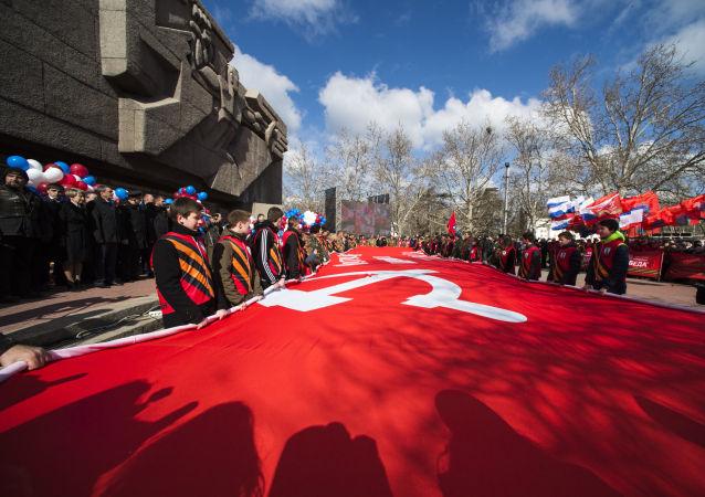 俄中纪念反法西斯战争胜利70周年汽车拉力赛在符拉迪沃斯托克展开