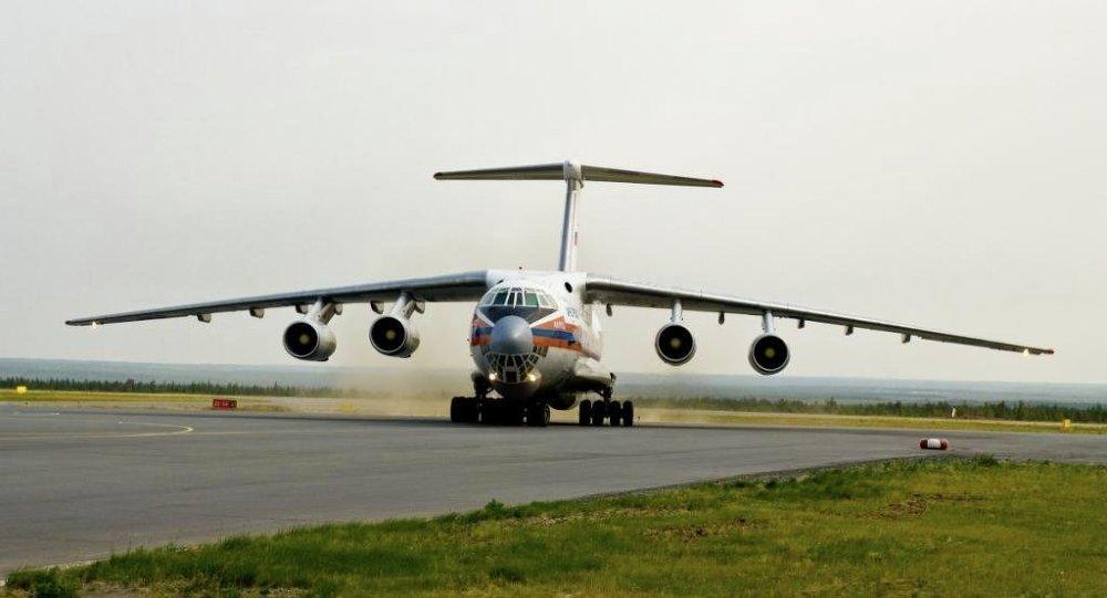 两架人道主义救援飞机