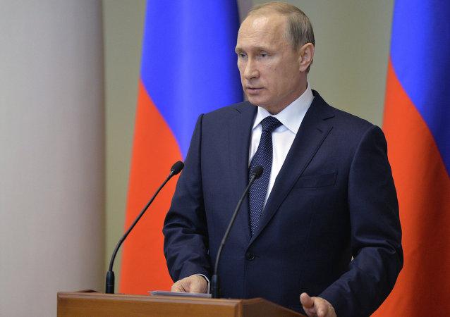 普京:俄罗斯经济已克服与制裁有关的障碍 没有发生崩溃