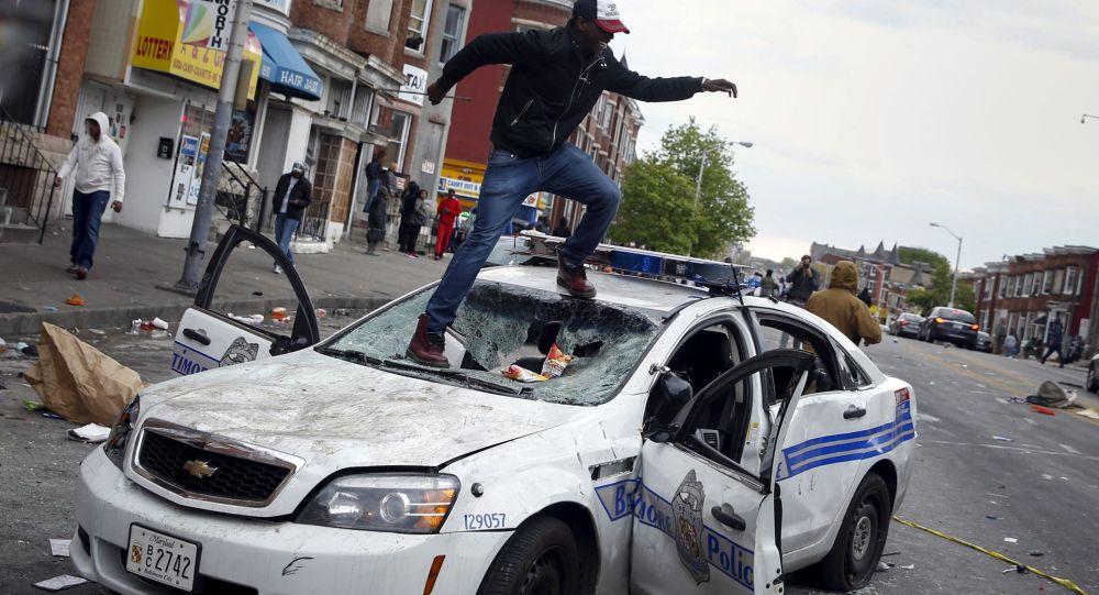 美国巴尔的摩发生骚乱 近200人被捕