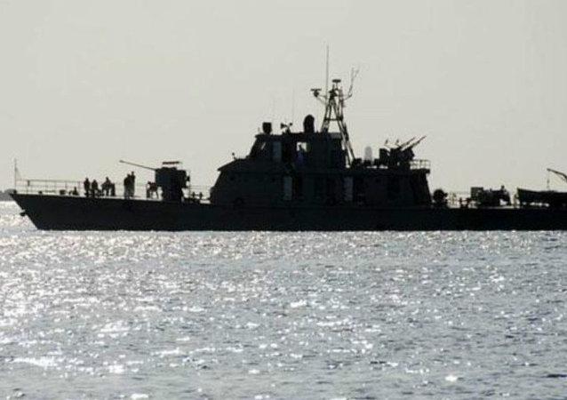 伊朗海军根据法院判决在波斯湾扣留一艘货轮