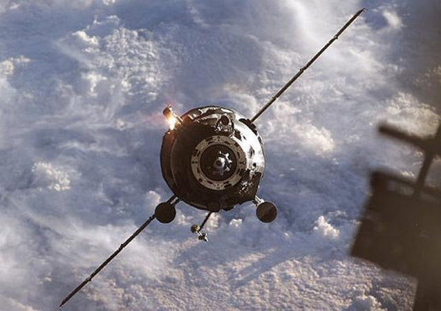 俄航天集团:进步飞船偏离对接轴 故改为手动对接