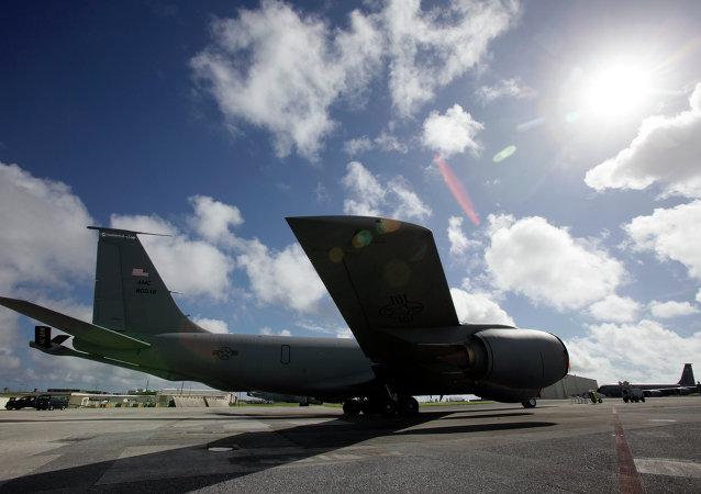 美空军加油机出现故障后成功降落英国基地
