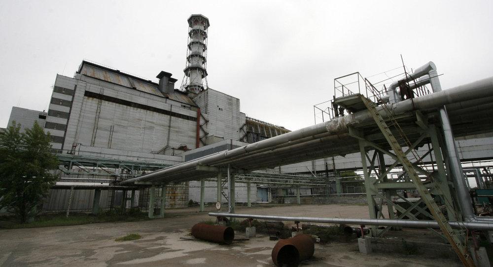 在切尔诺贝利核电站发生事故的四号机组上方建设新掩体