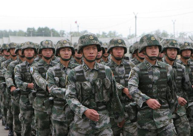 中国国家主席:中国人民军队已成为诸军兵种联合的强大军队