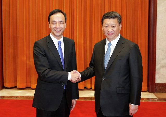 習近平在北京人民大會堂會見中國國民黨主席朱立倫一行