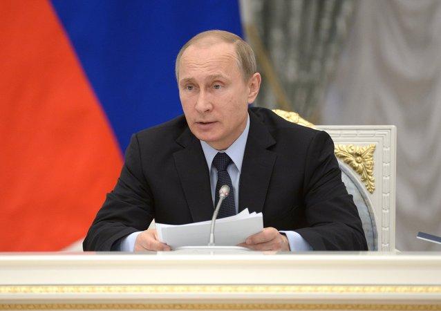 普京和俄罗斯其他官员的薪资降低10%将持续到2017年
