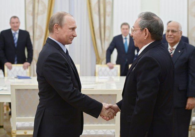 普京致电古巴领导人祝贺解放日并希望其继承卡斯特罗事业/资料图片/