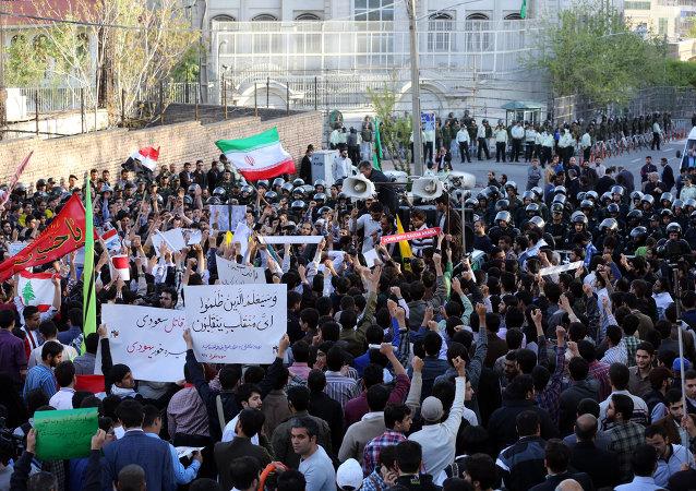 伊朗举行大规模活动支持也门人民