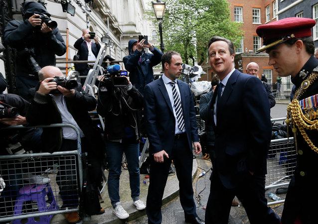 卡梅伦:承诺组建有效的英国政府