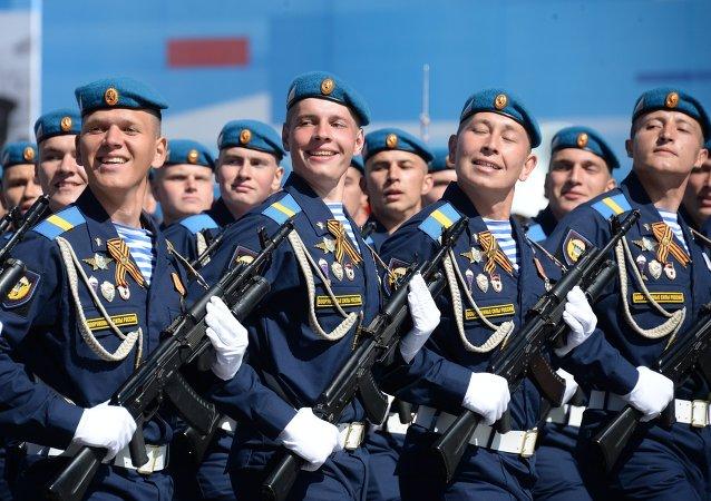 俄国防部:超过8.5万名俄罗斯军人参与胜利70周年活动