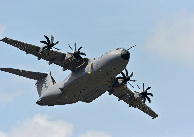 一架军机在西班牙塞维利亚附近坠毁 机组人员遇难