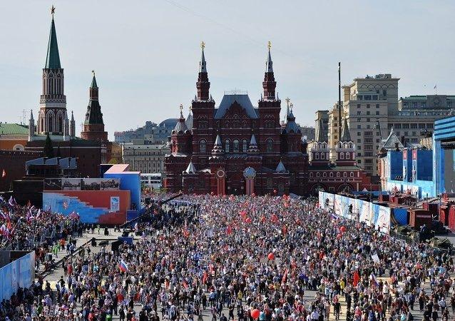 """大约有50万人参加 """"不朽的军团""""游行活动。"""