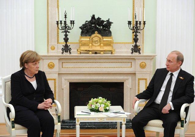 普京和默克爾對頓巴斯停火制度遭破壞表示擔憂