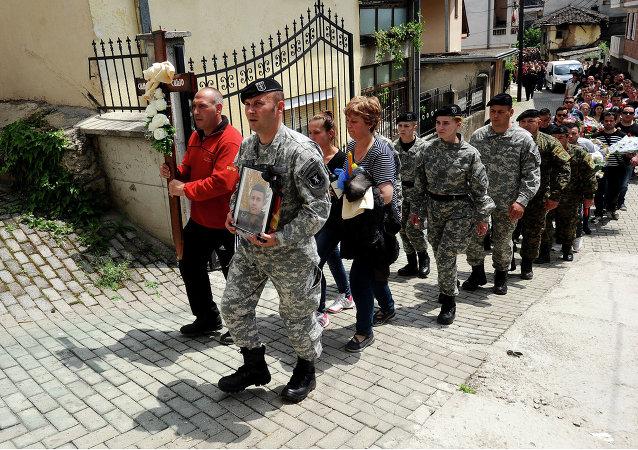对马其顿遇难警察的纪念游行