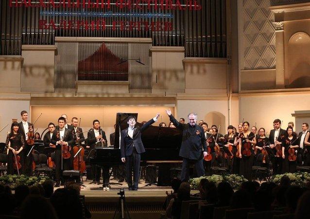 俄中青年交响乐团