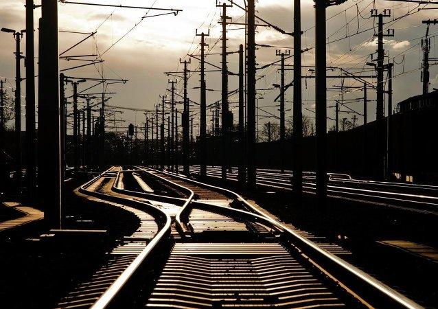 美国费城一客运列车出轨 至少5人死亡