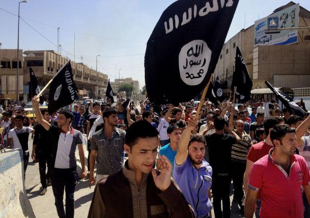 英报报道伊斯兰国正在训练新一代的恐怖分子