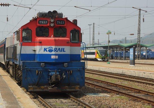 朝韩代表将在远东经济论坛上讨论发展哈桑-罗津铁路货运问题