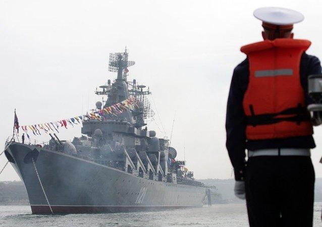 俄黑海舰队旗舰离开克里米亚前往博斯普鲁斯和达达尼尔海峡