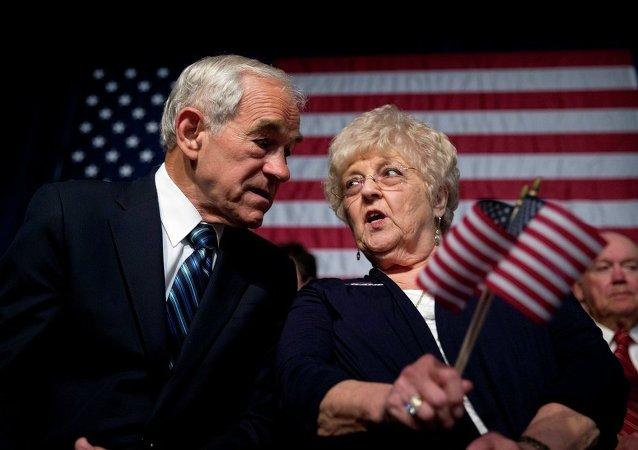 美国政治人物罗恩·保罗与他妻子