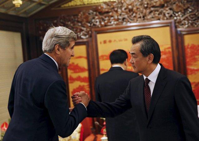 克里:中国应降低在中国南海地区的活动强度