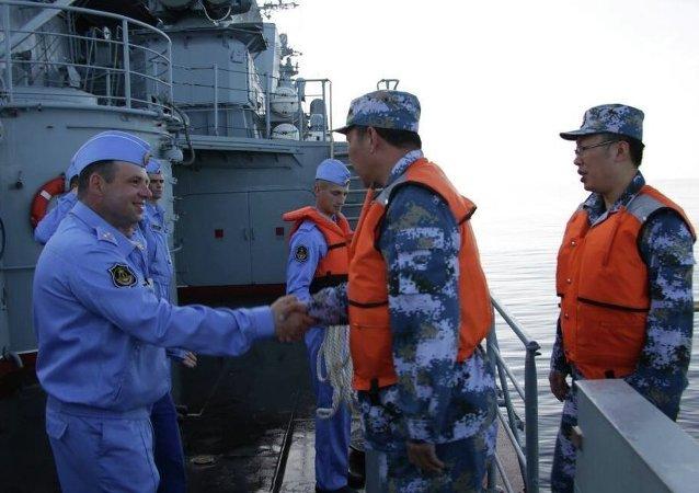 """中国海军副司令员:俄中海军""""海上联合-2015(Ⅱ)""""军演成绩优异"""