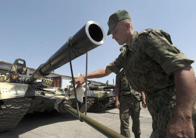 俄防长:俄罗斯使用最新武器巩固在中亚的军事基地