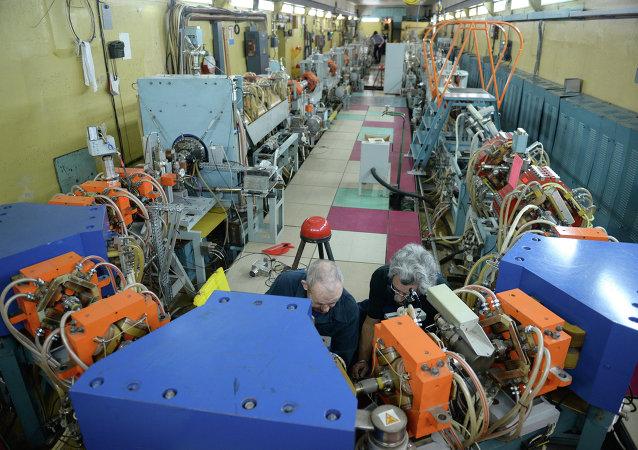 新西伯利亚核物理研究所的对撞机/资料图片/