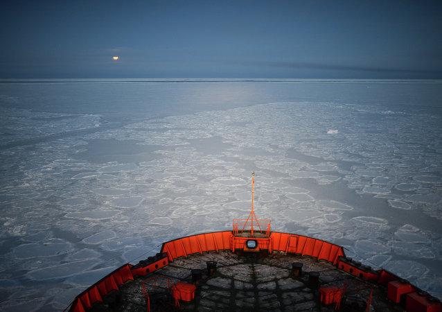 """俄罗斯""""北极""""号破冰船将于2016年5月下水"""