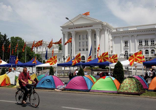 马其顿首都数千人举行反对派集会