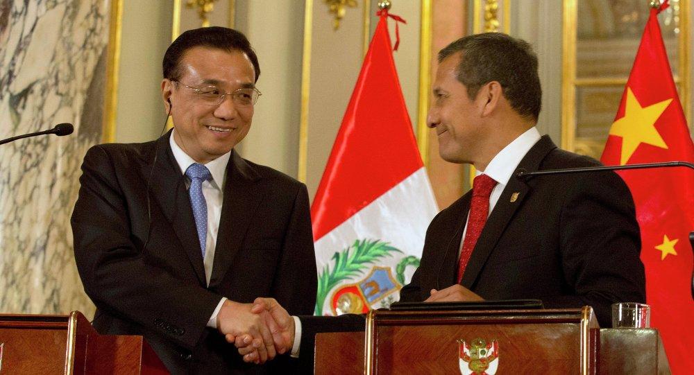中国国务院总理李克强与秘鲁总统乌马拉