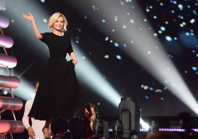 """巴丽娜·加加林娜在维也纳的""""欧洲歌唱大赛2015""""上获得亚军"""