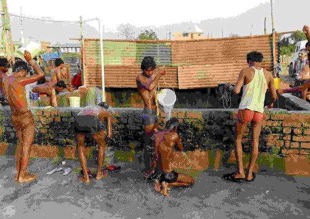 印度因反常酷热死亡人数达335人