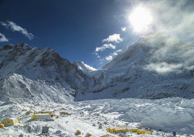 珠穆朗玛峰在尼泊尔地震后变得更易攀登