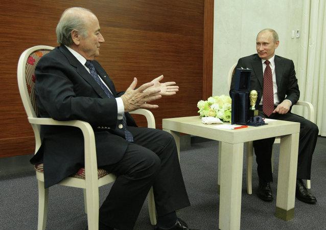 Премьер-министр РФ Владимир Путин встретился с президентом ФИФА