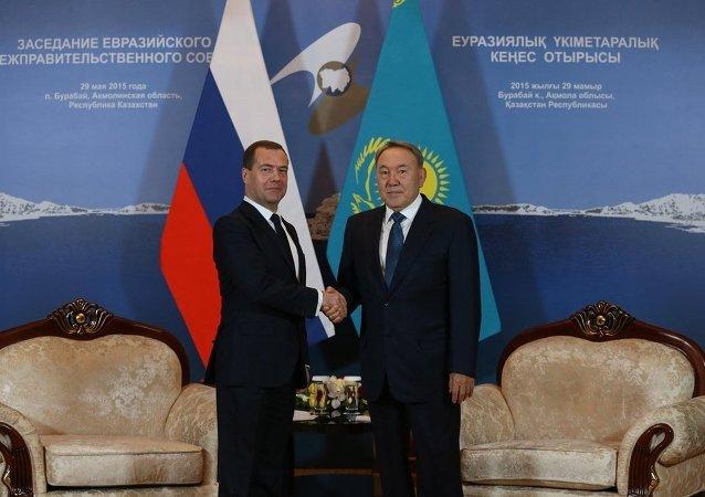 俄总理高度评价与宣布辞职的纳扎尔巴耶夫的合作