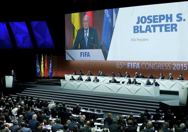 布拉特第五次连任国际足联主席
