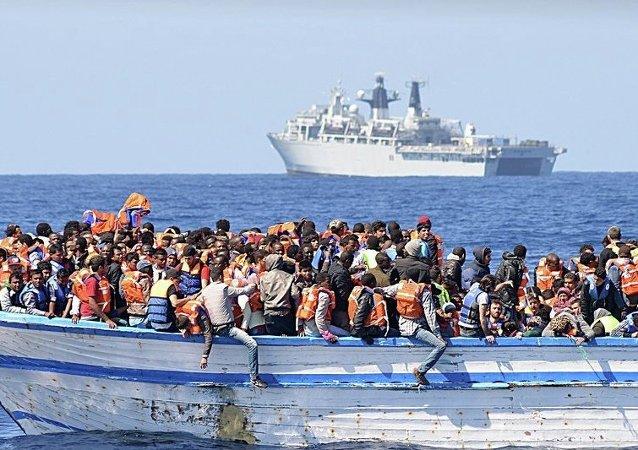 媒体:利比亚海岸警卫队在地中海救起200名移民