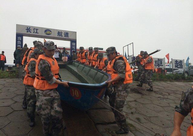 """""""东方之星""""客船翻沉事件已救起11人"""