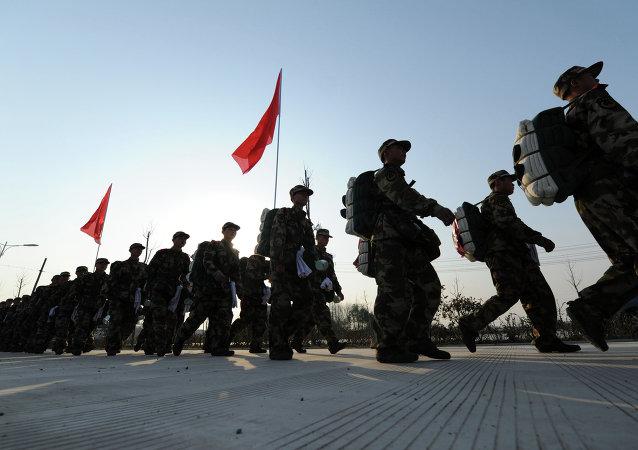 成都军区在云南方向组织陆空联合实兵实弹演习