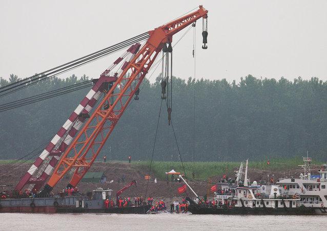"""中国交通部要求""""东方之星""""运营公司检查其所有船只"""
