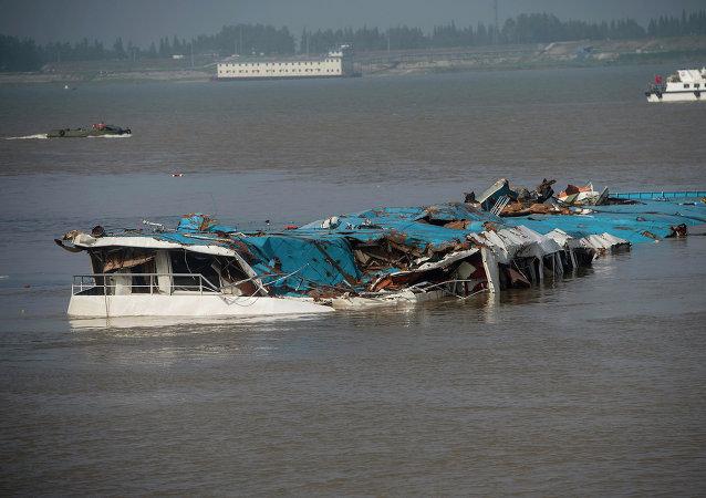 """中国交通部: """"东方之星""""已无人员生还可能"""