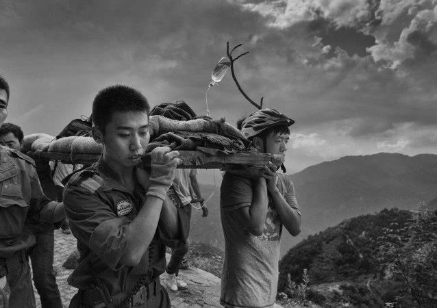 中国摄影记者:总有人要肩负起冒着生命危险去告诉民众真相的职责
