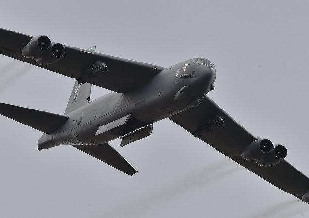 美国空军B-52轰炸机在俄罗斯西部边境开始飞行