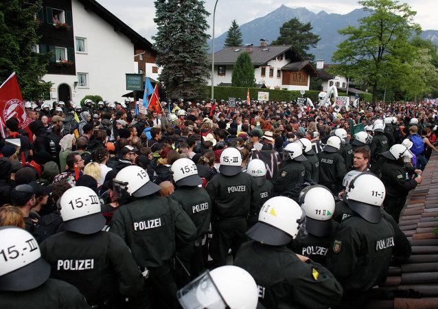 千人集会抗议反对在德国举行七国首脑会议