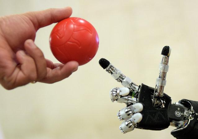 俄基金会:能让人以思维控制机械的脑机接口研发成功