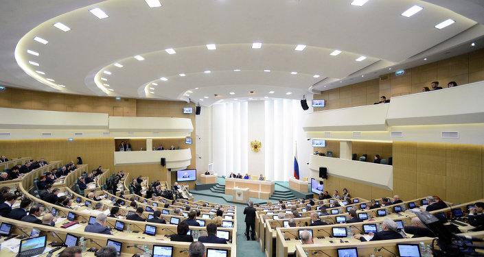 """俄议员:俄上院禁止被认定为""""外国代理人""""的外媒进入采访"""